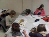 SchülerInnen bearbeiten Recherchematerial f Zeitschrift.jpg